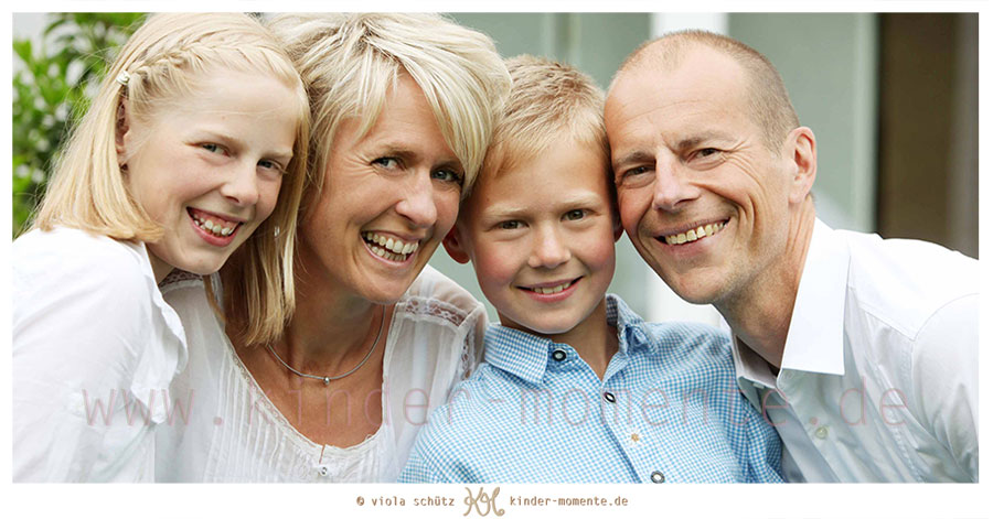 ungestellte-natuerliche-Kinderfotos-Familienbilder-in-der-Natur-authentisch-01