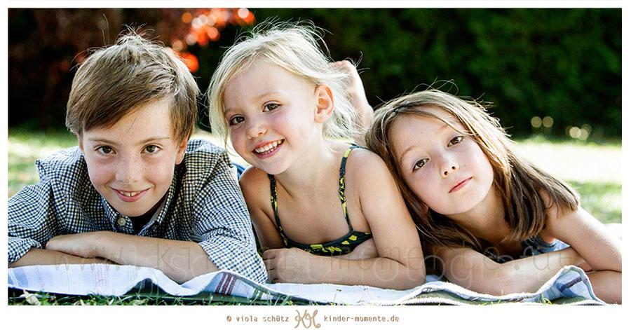 Familienfotografie-Muenchen-Shooting-Kinder-Geschwisterbilder-Fotoshooting-Kinder-02