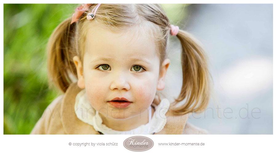 kinderfotografin-muenchen-geschwisterbilder-professionelle-familienfotos-ungestellt-01