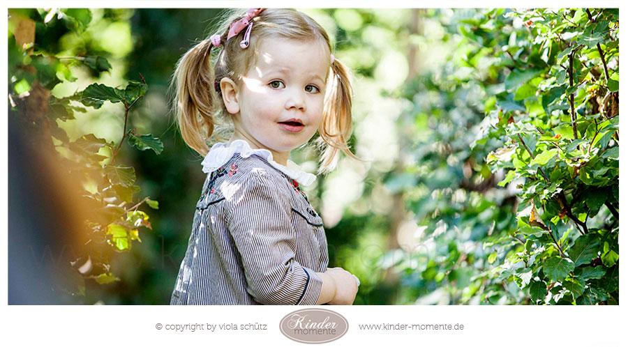 kinderfotografin-muenchen-geschwisterbilder-professionelle-familienfotos-ungestellt-03