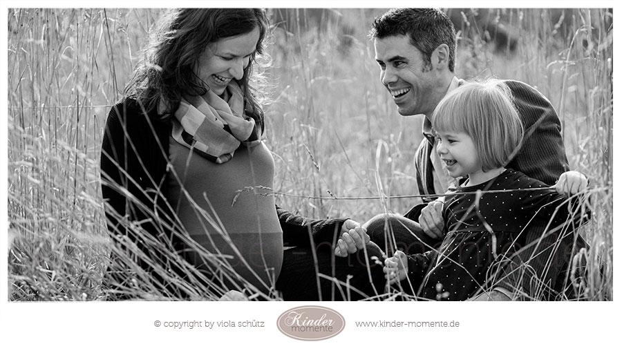 babybauch-fotoshooting-schwanger-familienshooting-outdoor-muenchen-01