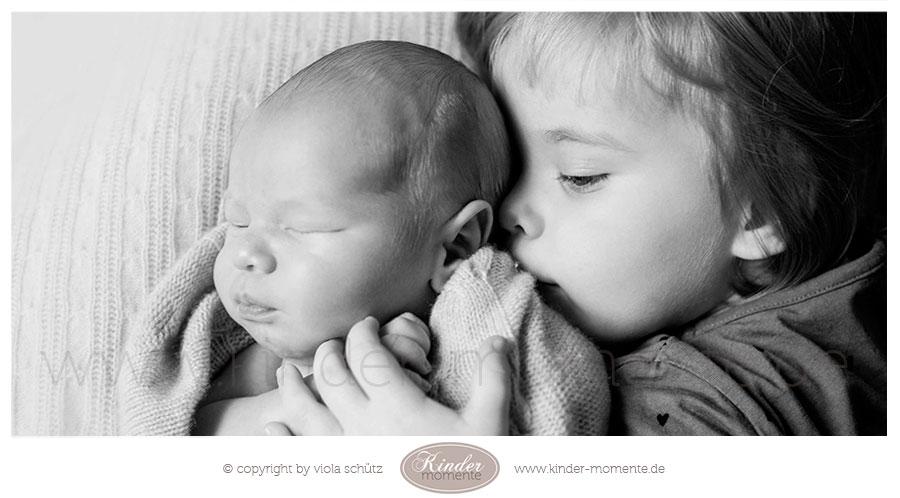 fotoshooting-neugeborene-geschwisterbilder-babyfotografin-muenchen-01