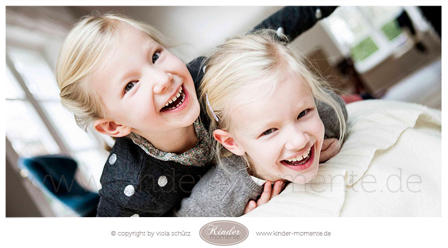 familienfotografin-geschwister-fotoshooting-natuerliche-familienfotos-muenchen-03